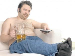 муж на диване